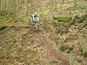 Viktor im neuen Trail (Halbmarathon und Marathon) ins Baybachtal während einer dornenreichen Erkundungstour